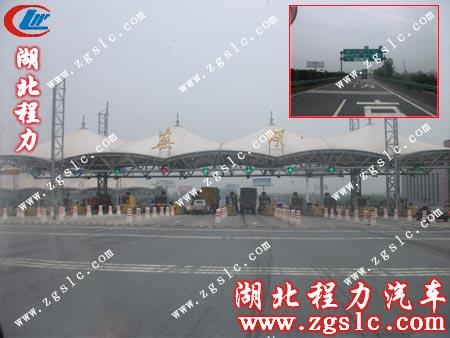 福田2600洒水车前进路上沿途的风光
